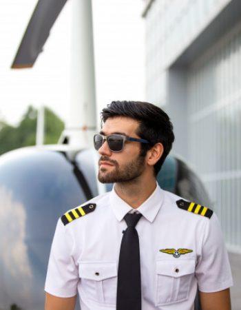 piloto-comercial-de-helicoptero_35752-1058